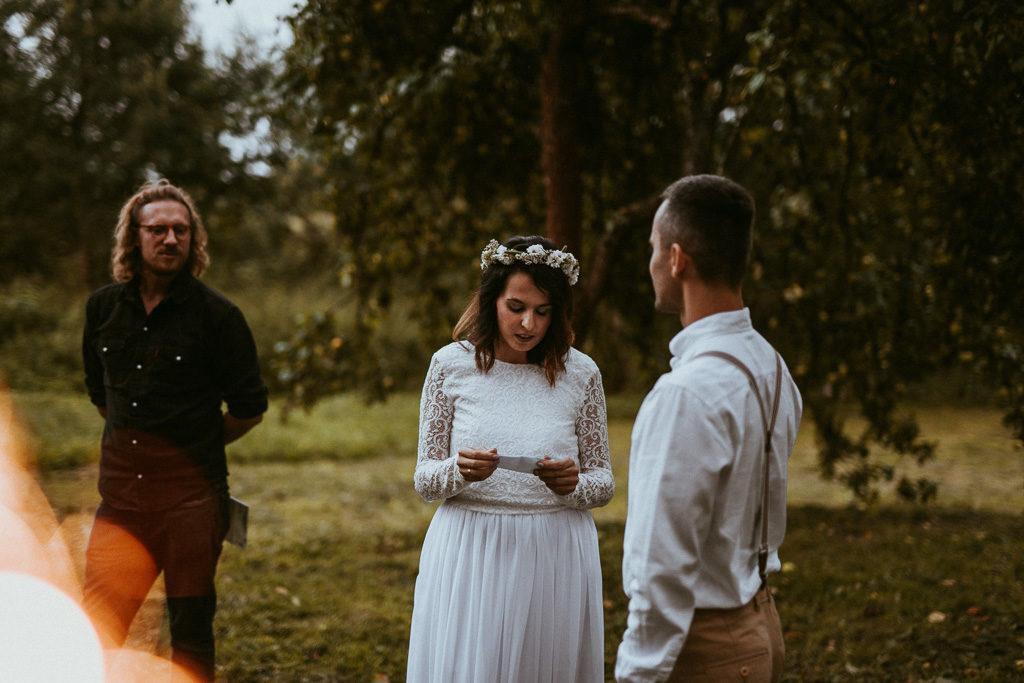 czytanie listów ślub humanistyczny ceremonia ślubu plenerowego na mazurach
