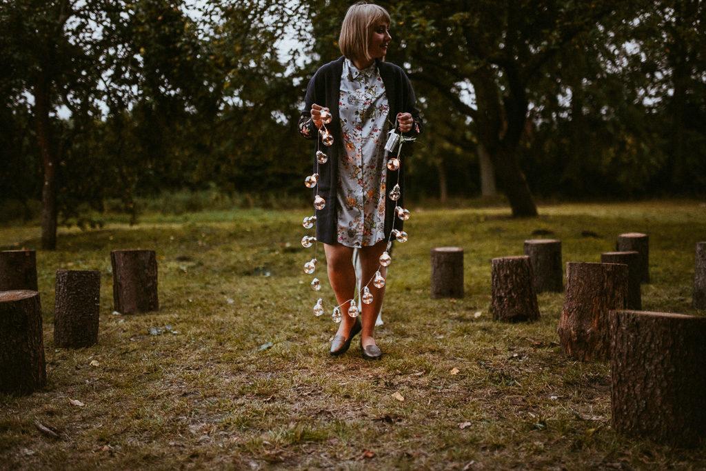lampki na weselu plenerowym mazury nowe kawkowo pytlikbak fotografia