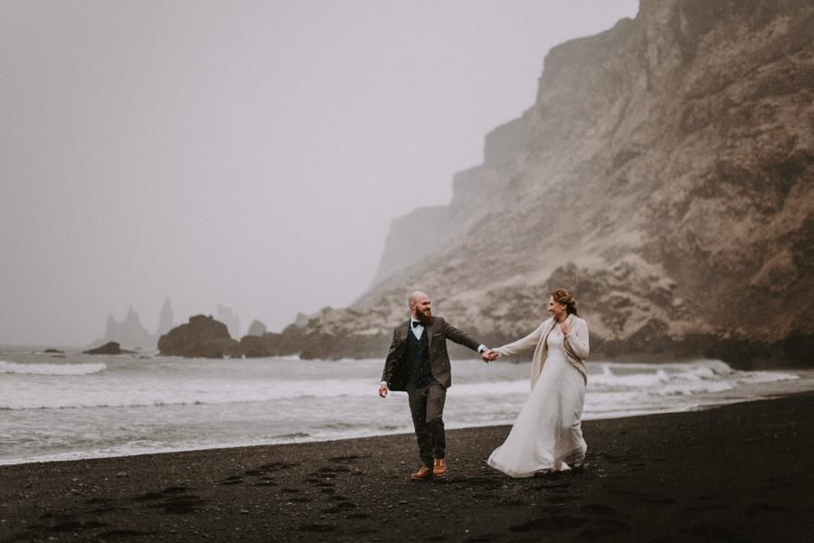 Sesja plenerowa islandia podróż poślubna czarna plaża skandynawia pytlikbak