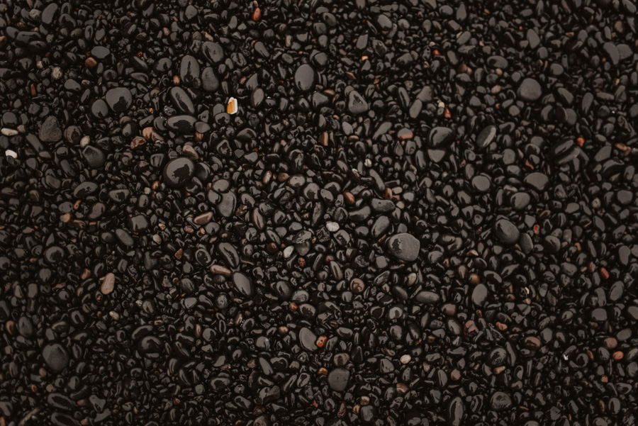 czarna plaża czarny piasek islandia