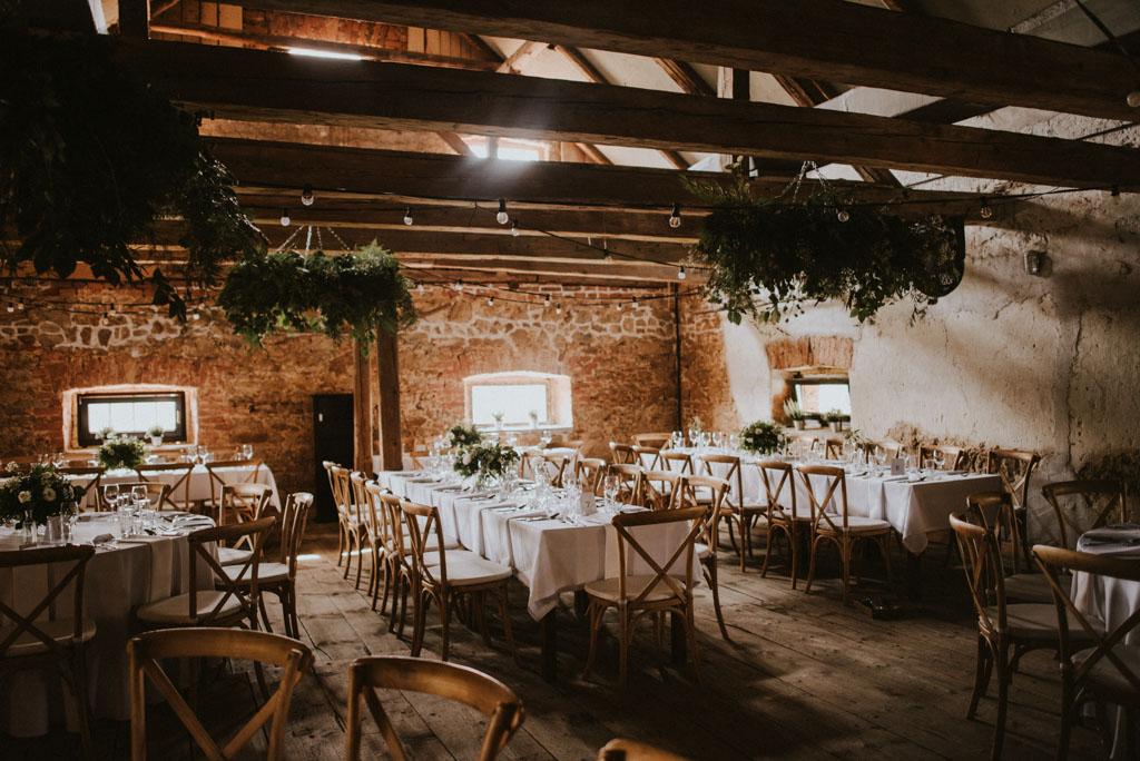 Ślub w Dolinie Cedronu dekoracja wnętrza kwiaty Kraków Leńcze pytlikbak spichlerz wieńce