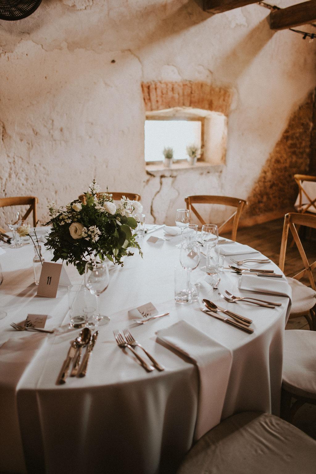 Ślub w Dolinie Cedronu dekoracja wnętrza kwiaty stoły Kraków Leńcze pytlikbak