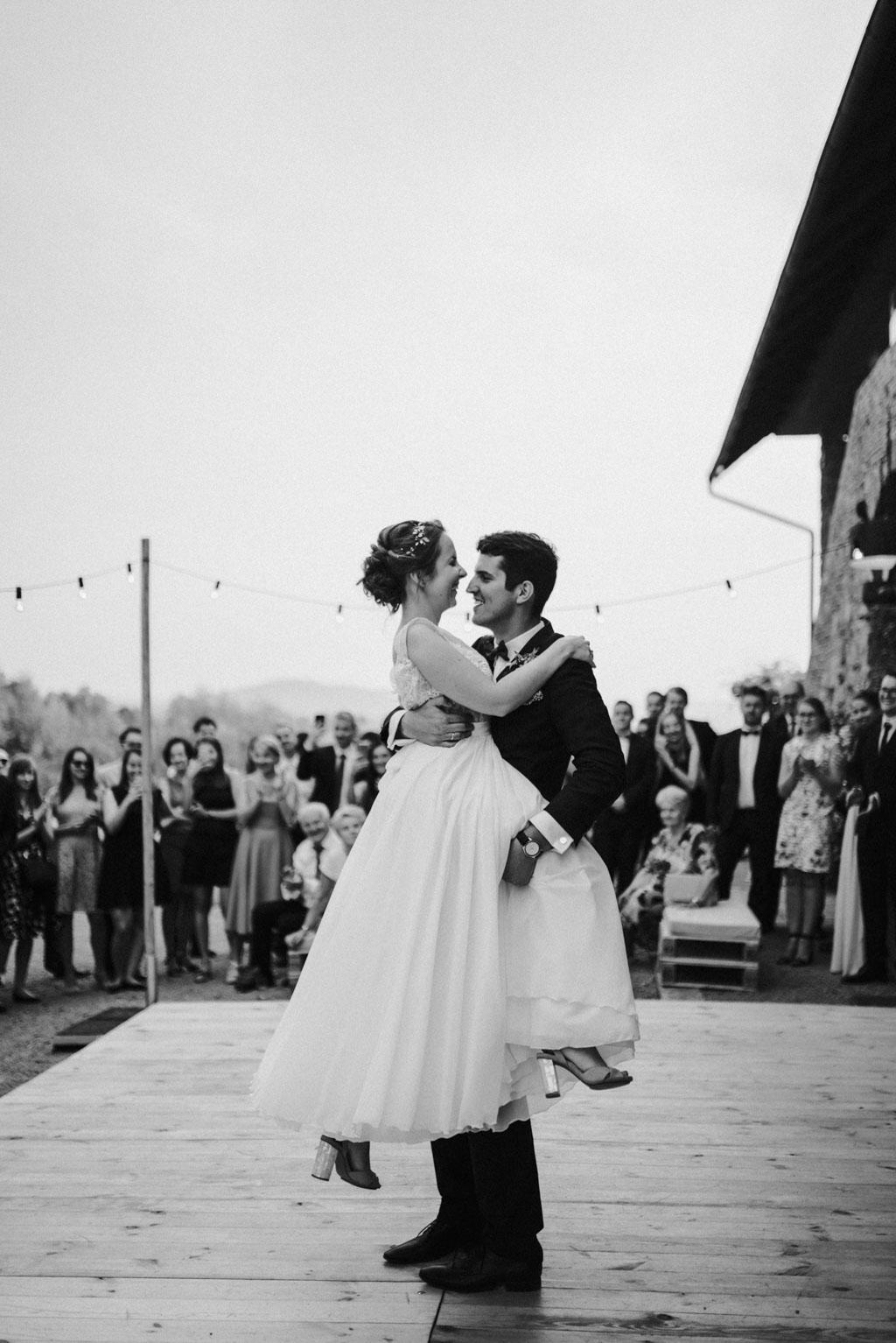Ślub w Dolinie Cedronu pierwszy taniec na zewnątrz Kraków Leńcze pytlikbak