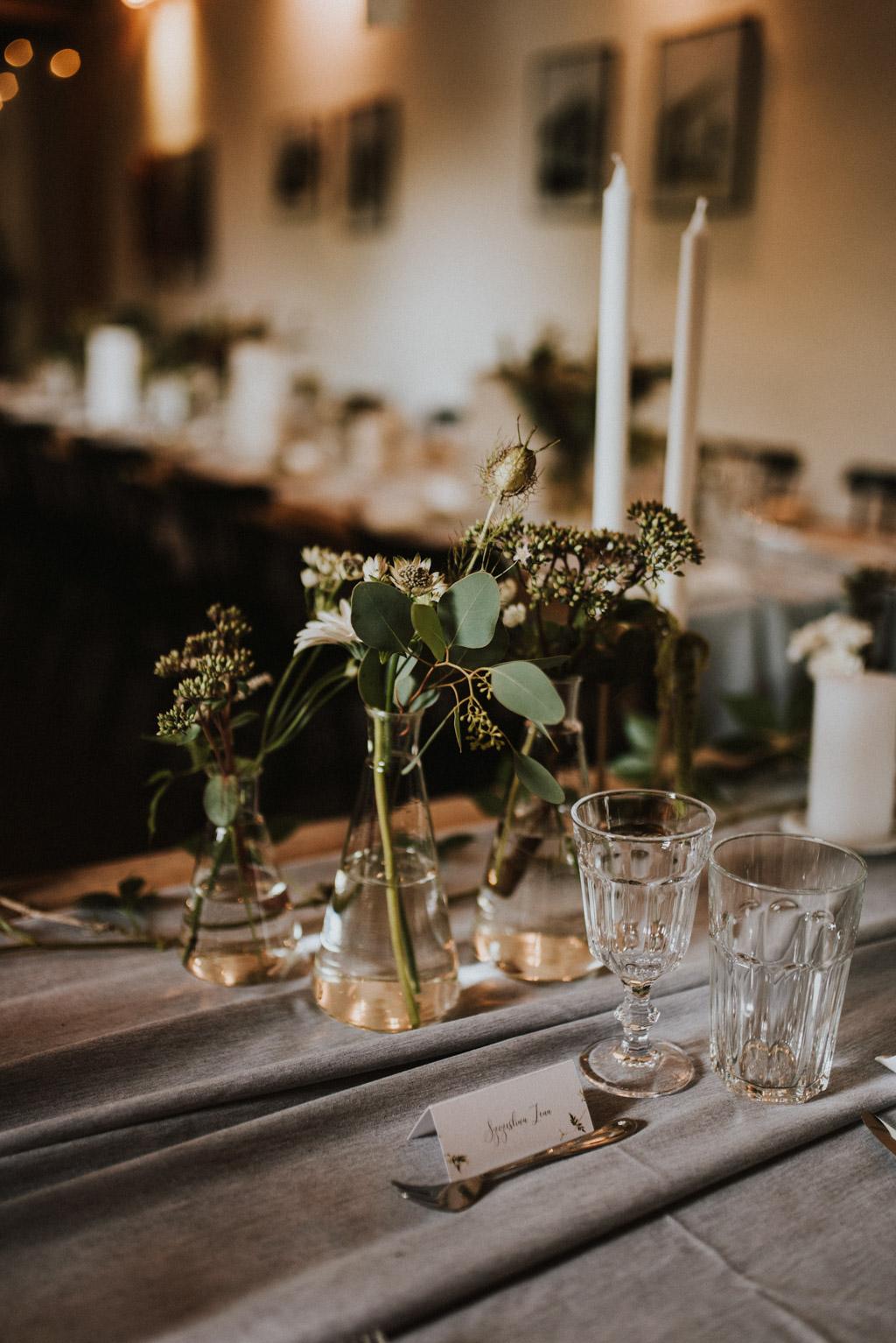 detale ślubne na stole w kotulińskiego 6 k6 rozmaryn wesele eukaliptus