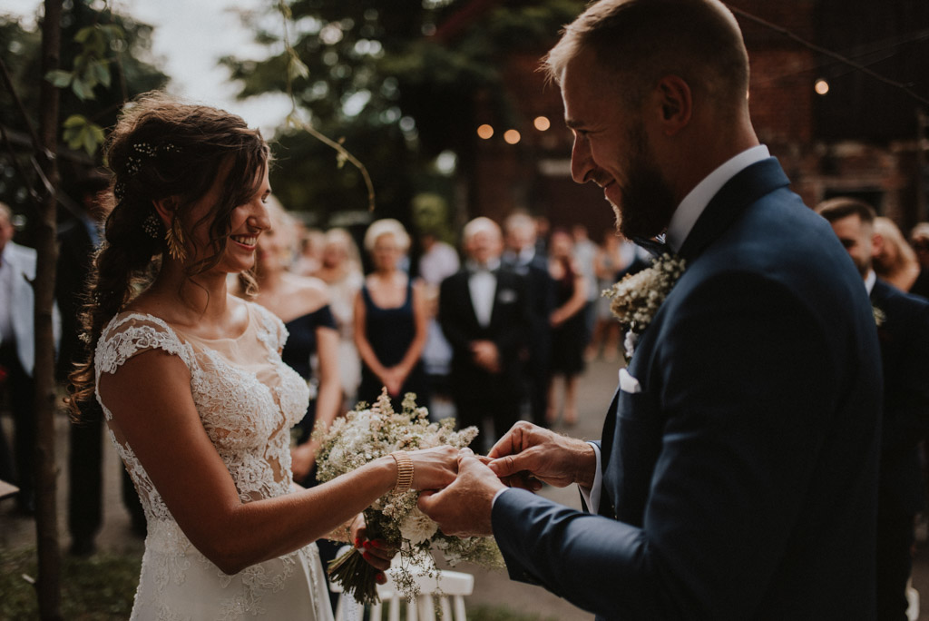 ślub plenerowy kotulińskiego 6 para młoda przed ołtarzem Pytlik bąk fotografia