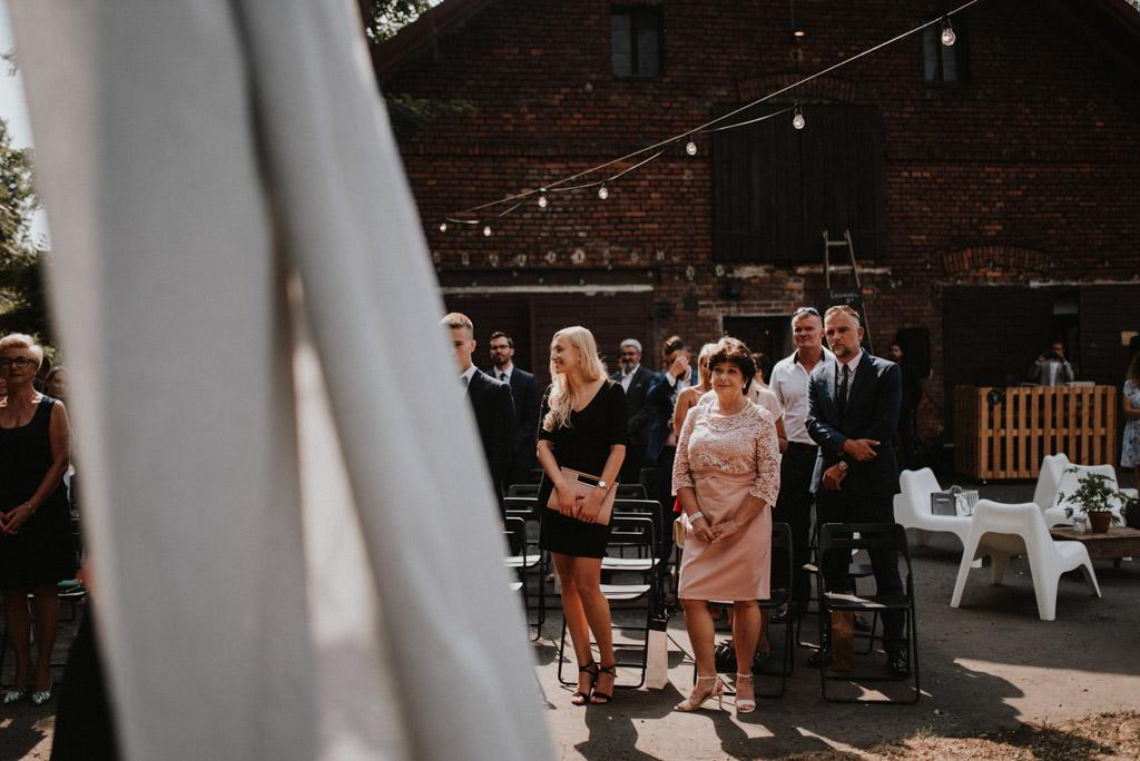 goście na ślubie plenerowym w kotulińskiego 6 w bielsku białej