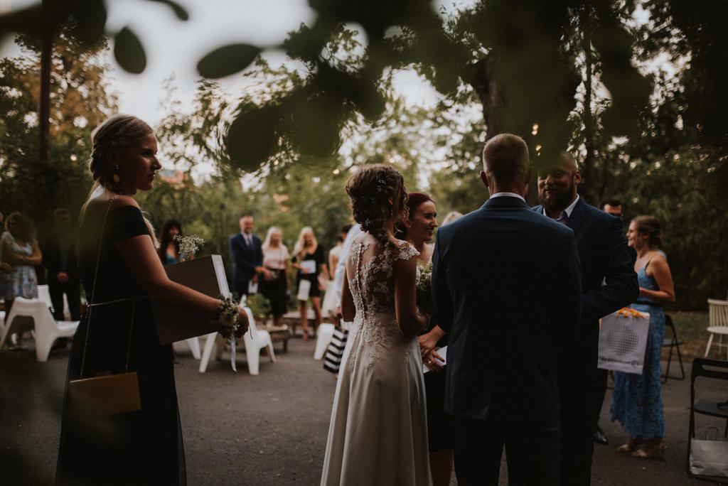 życzenia gości dla pary młodej na ślubie plenerowym w kotulińskiego 6