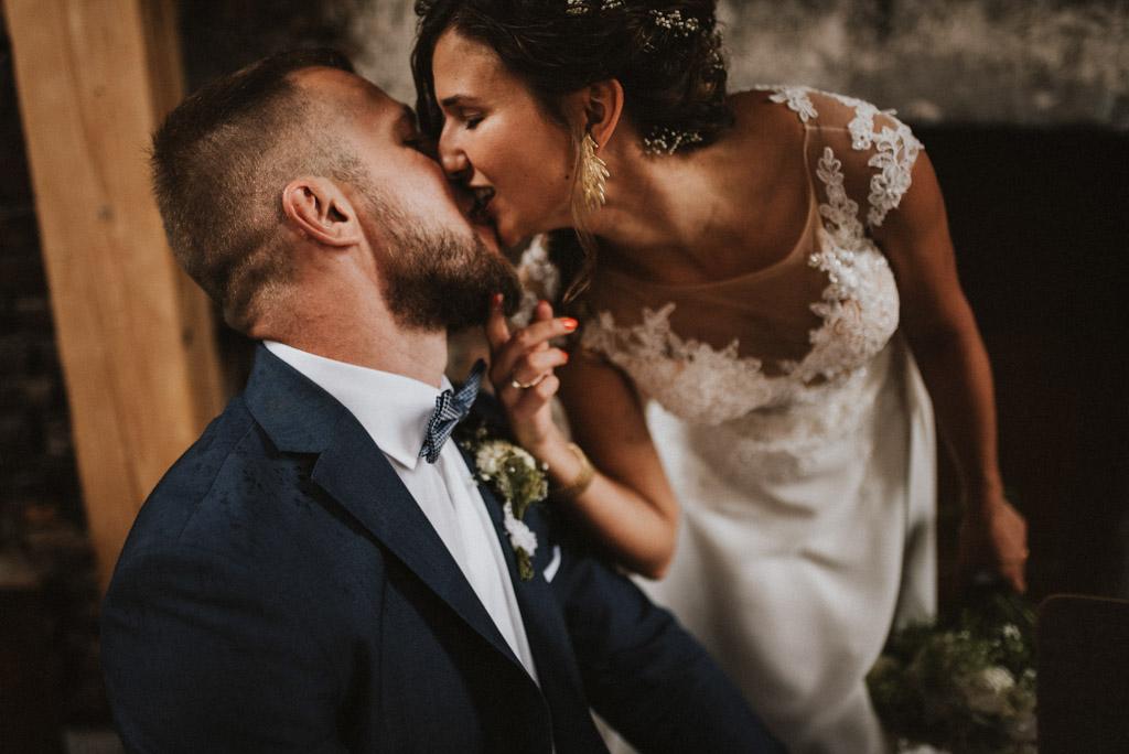 pocałunek sesja w dniu ślubu na poddaszu w kotulińskiego 6