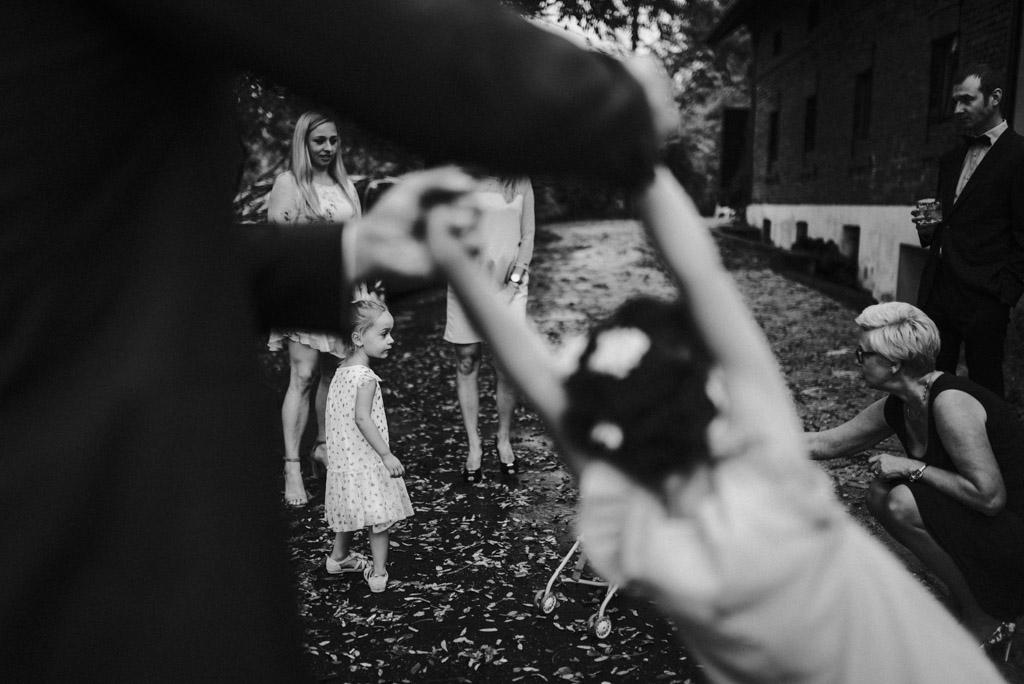 dzieci na weselu plenerowym kotulińskiego 6