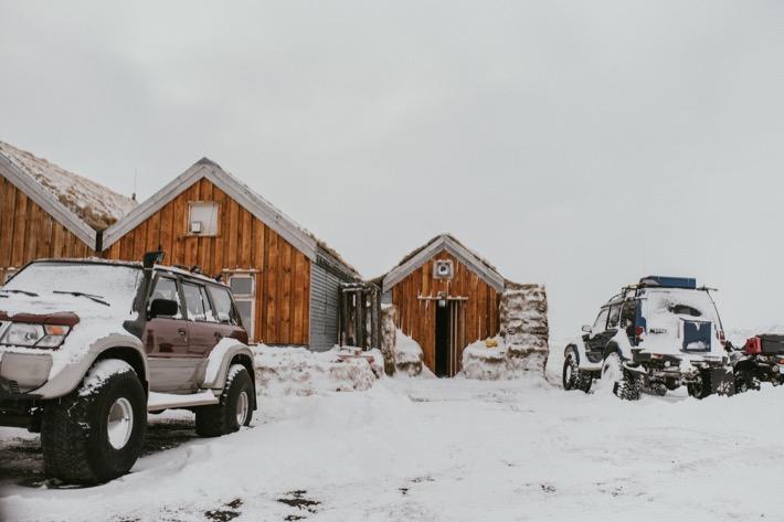 zima na islandii terenowe samochody