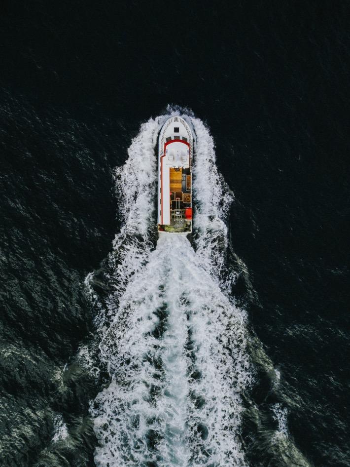 islandzkie kutry z drona boats ocean drone mavic