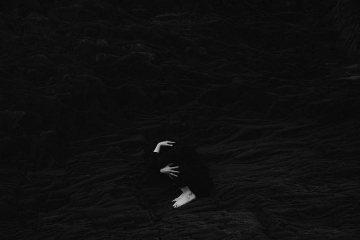Aneta Wieczorek ciało kamienie plaża
