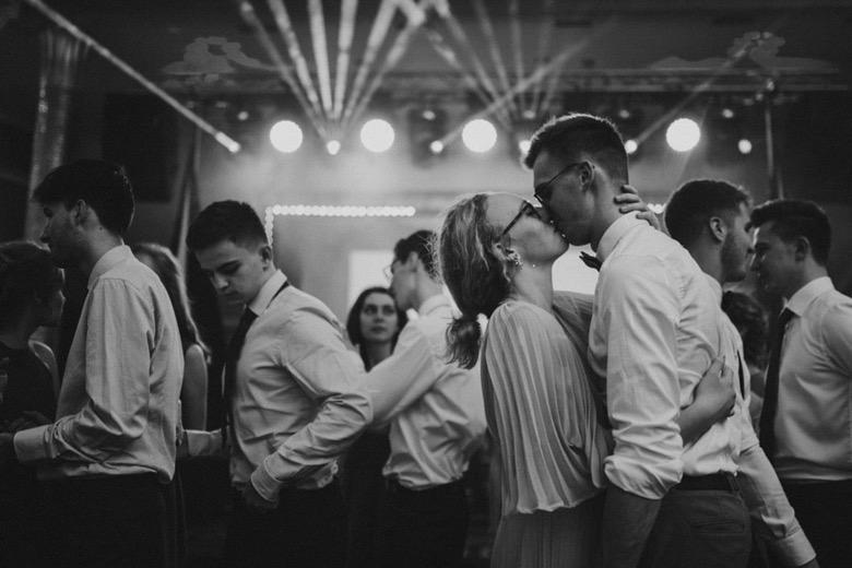 Zdjęcia na studniówkach fotograf studniówka bielsko biała katowice czechowice Żywiec Oświęcim Cieszyn Gołebiewski pocałunek Pytlikbak
