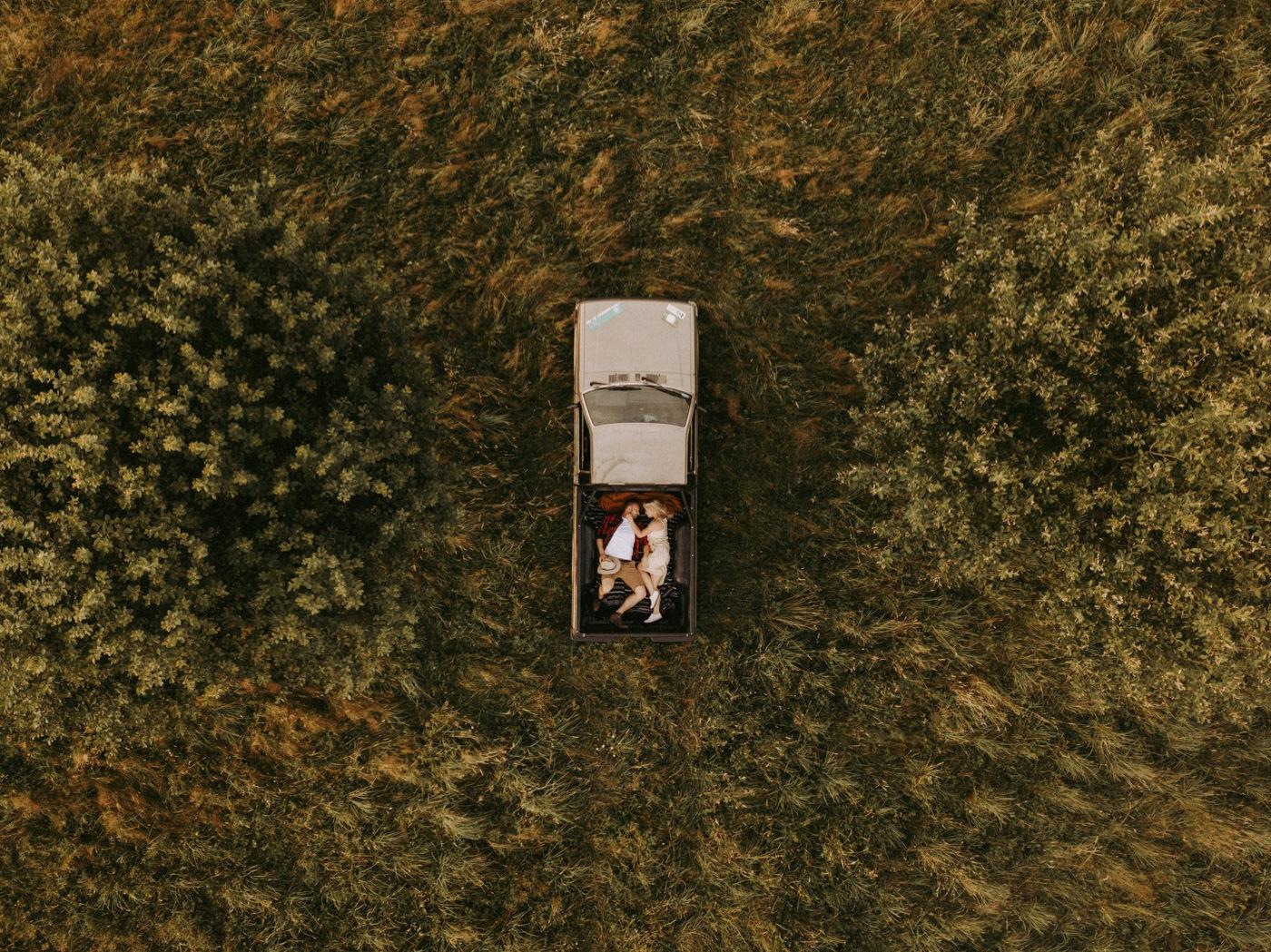 Safari sesja narzeczeńska w polsce fotograf ślubny pytlik bąk marta adrian fotografia dron fotografia z powietrza
