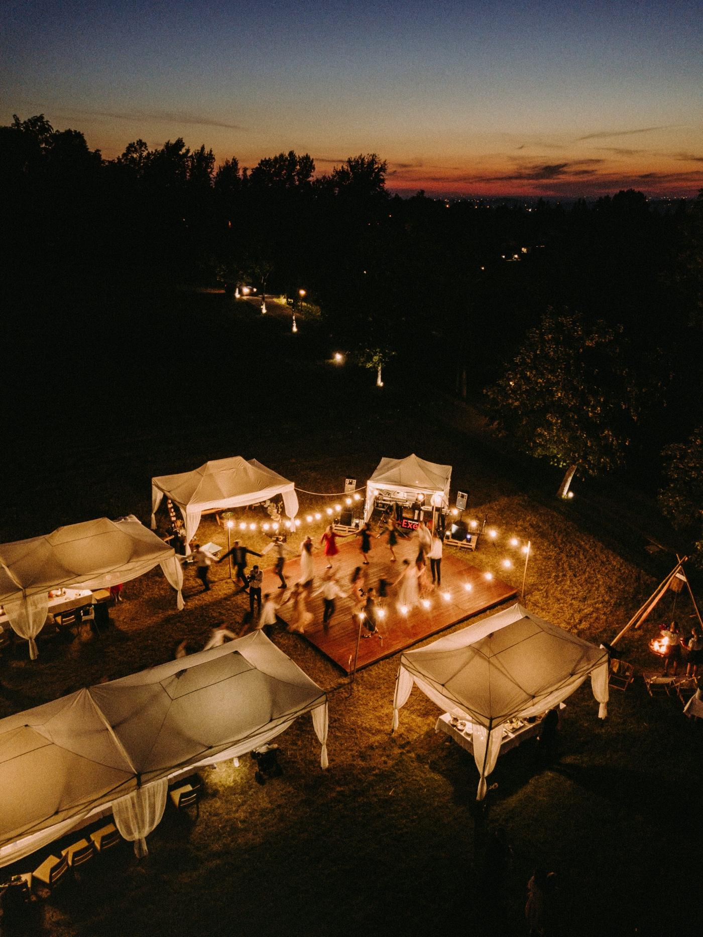 wesele pod namiotami w górach nałęże jaworze gościniec szumny dron w nocy światełka