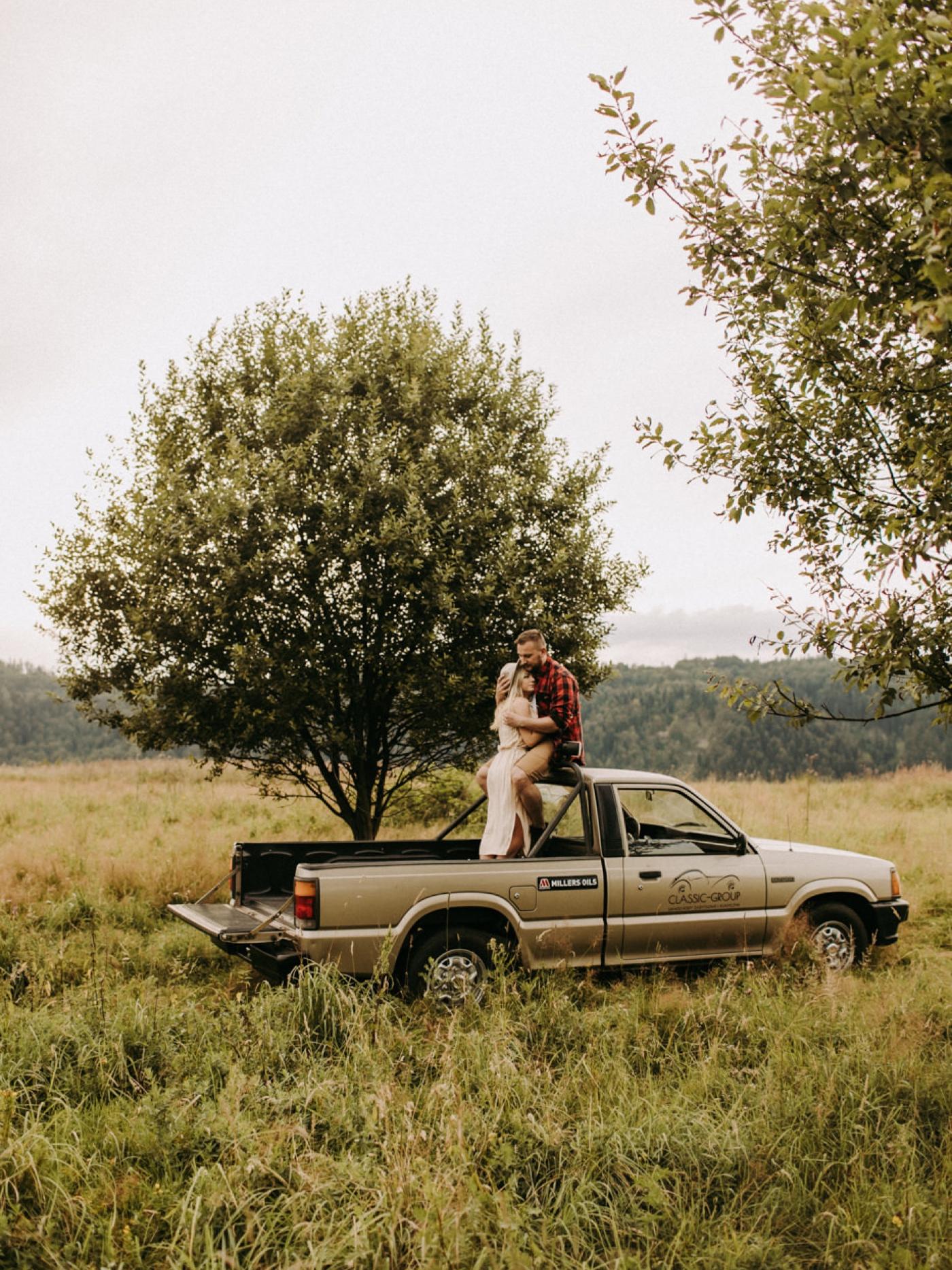 fotografia śłubna fotograf śłubny kraków safari sesja narzeczeńska w polsce pytlik bąk stary pickup